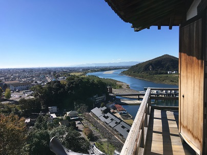 犬山城天守から木曽川を望む景色