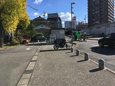 岡崎城公園駐車場に停車するバイク