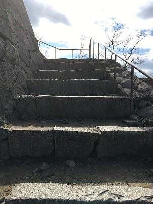 赤穂城天守台へ登る階段