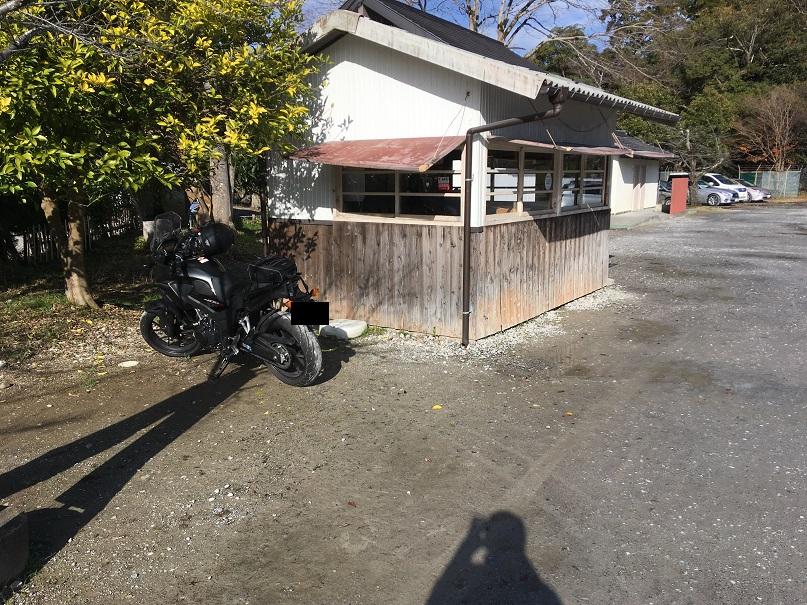彦根城桜場駐車場に停車するバイク