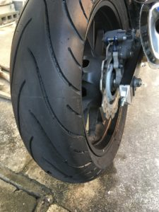 400xの新品タイヤ交換後のリアタイヤ