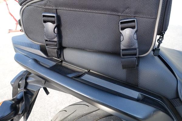 HenlyBegins DH-710シートバッグのベルトをまとめた見た目