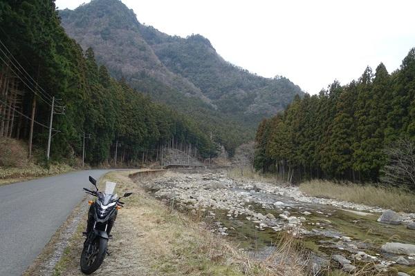 香落狭川沿い