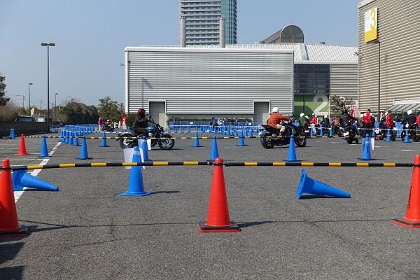 大阪モーターサイクルショー試乗コース中