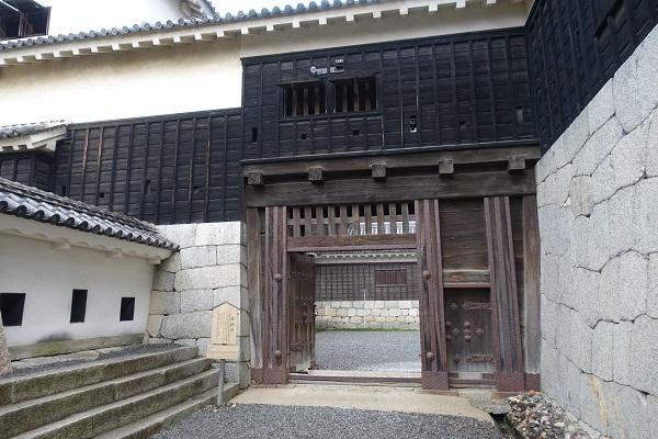 松山城筋鉄門