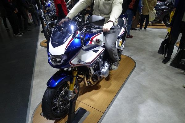 大阪モーターサイクルショー2019ホンダブースCB1300SUPERBOLDORSP