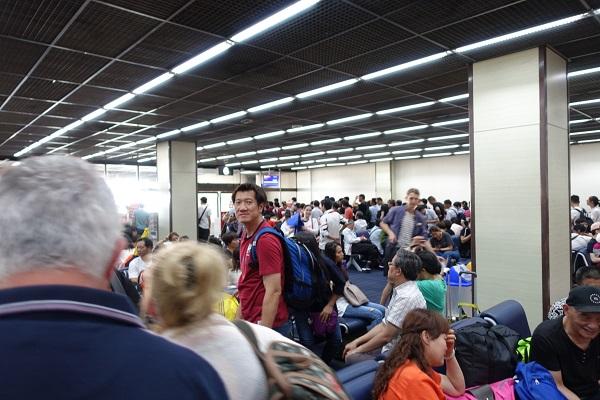 バンコク空港-国際線待ち