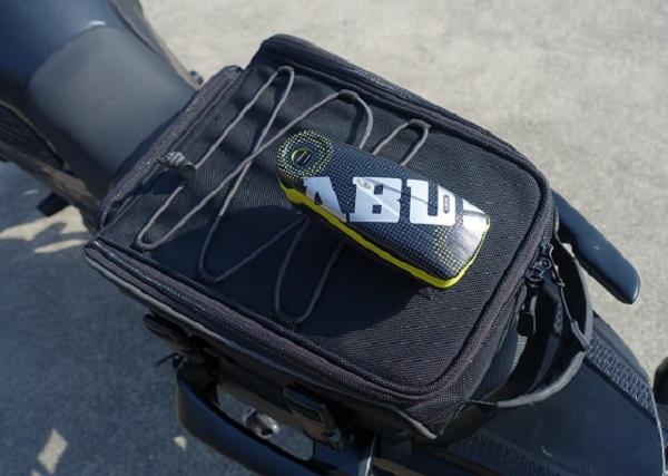 ABUSアラームディスクロックをシートバッグに取り付けてみた