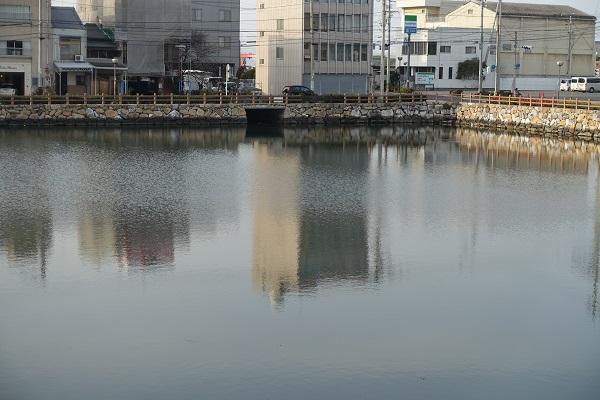 今治城海水と取り込む穴