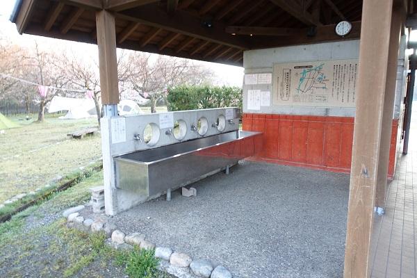 上和田緑地キャンプ場炊事場