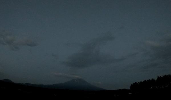 ふもとっぱらからの富士山夜