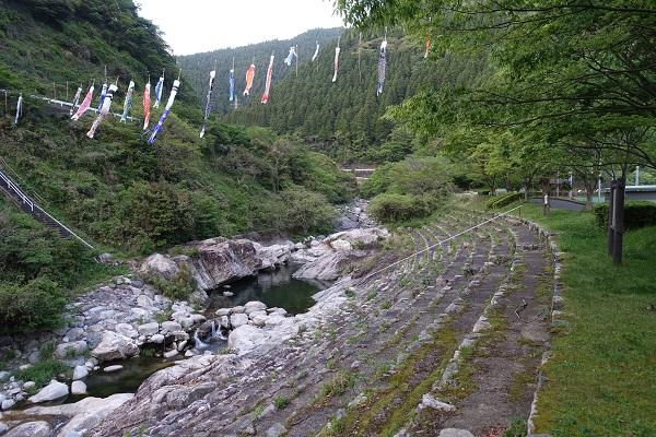 厳木ダムキャンプ場サイト河川沿い