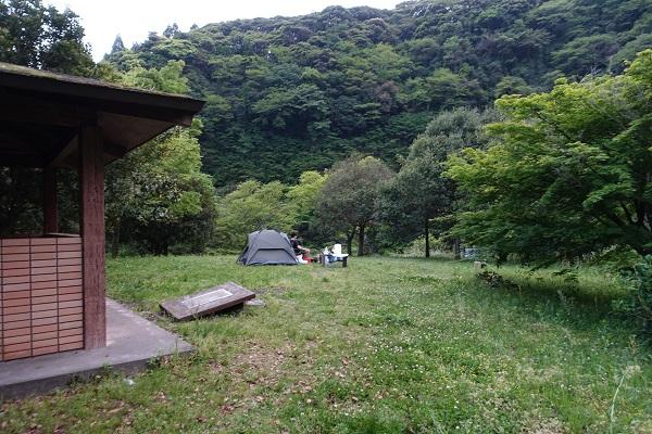 厳木ダムキャンプ場サイト炊事場横