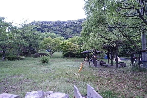 厳木ダムキャンプ場サイトスポーツ公園側