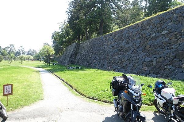松江城バイク駐車場