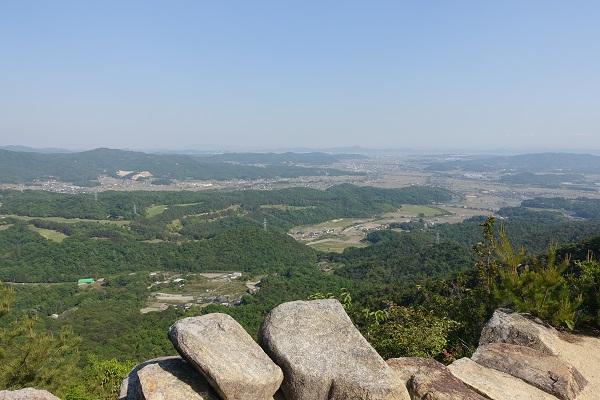 鬼ノ城屏風折れの石垣からの眺望