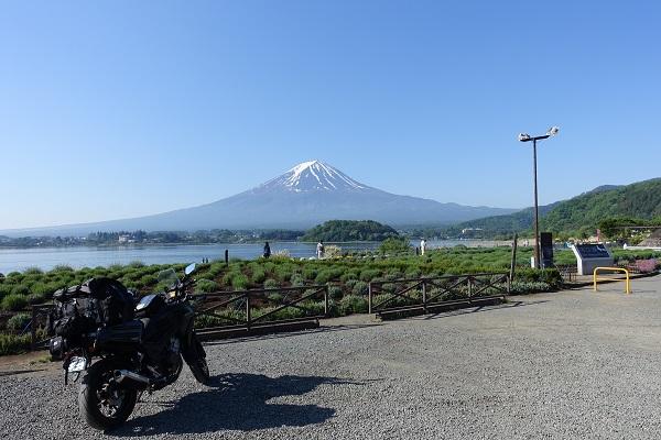 大石公園からの富士山とバイク