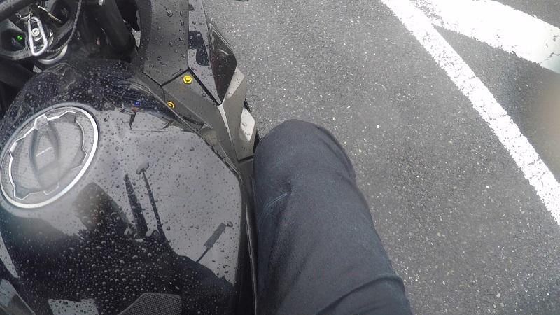 右足:超強力の防水スプレー