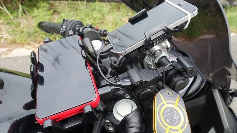 増設後、スマホとバッテリーを充電している様子