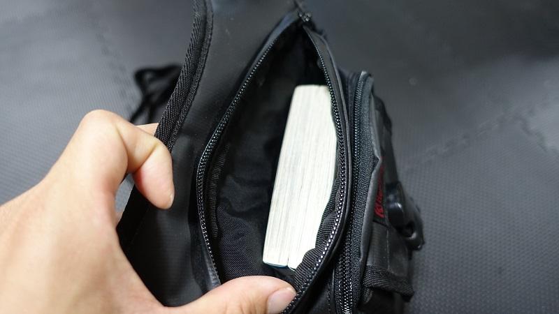 一番内側の大きいポケット