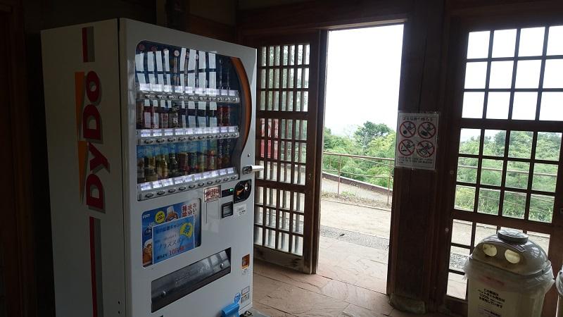 休憩施設内の自販機
