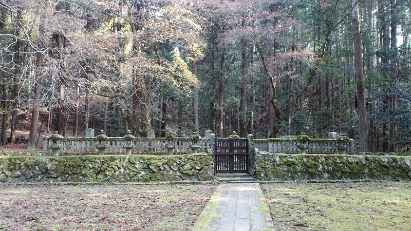 毛利一族墓所