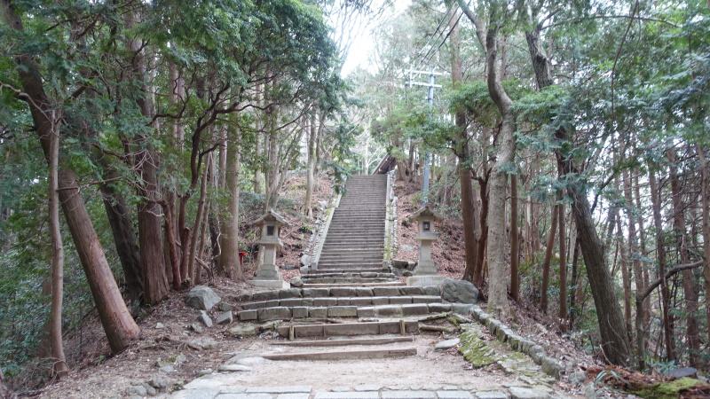 千早神社への道