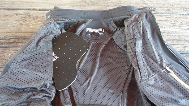 胸部プロテクター用の収納ポケット