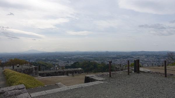 天守台から市内の景色
