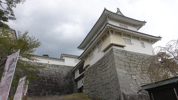 多門櫓(左)/箕輪門(中央)/二階櫓(右)